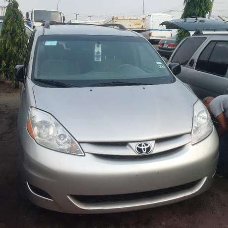 Toyota Sienna 2007 LE. Direct tokunbo Apapa - image 5