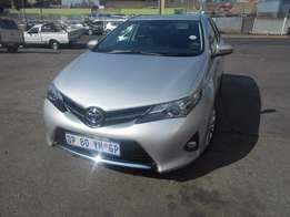 Toyota Auris 1.6 9000km 2015 model silver in colour R195000 manual