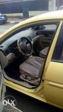Hyundai accent 2009 model for fast sell Surulere - image 5