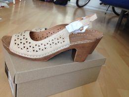 0919eb68a3a52 CCC nowe sandały na obcasie r. 41