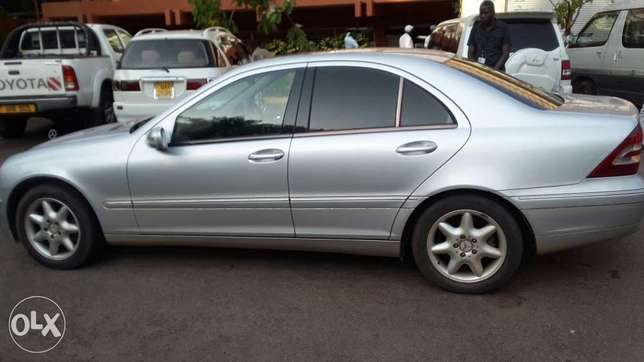 Benz C240 UAV/S on quick sale very clean Kampala - image 3