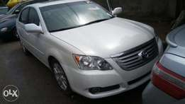 Toyota Avalon 2009 white