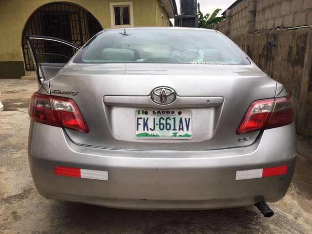 Clean Registered 2007 Toyota Camry Lagos Mainland - image 2
