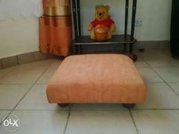 Cushioned floor seat