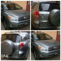 Avery clean Toyota rav4 2005