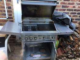 Jetmaster 5 burner gas braai - good condition R2.5k with cylinder
