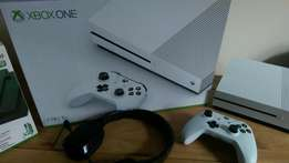 Xbox one S 1Tb comes with 5 games plus warranty