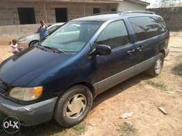 ADORABLE MOTORS: A Neatly used & sound 2002 Toyota sienna