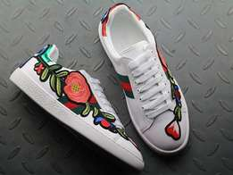Gucci Female Sneaker Ace embroidered - Flower design