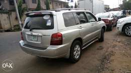 Toyota Highlander 2003 model very clean buy and drive