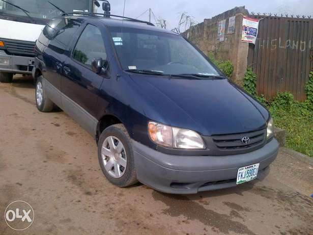 Xcellent and neatly 2 month used Toyota blue sienna Apapa - image 2