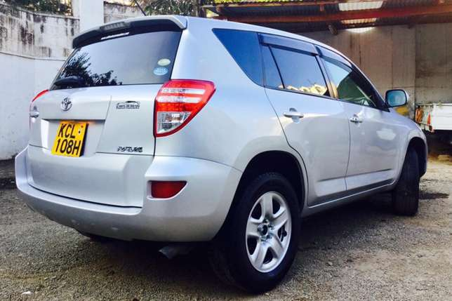 Toyota RAV4 2010 fully loaded 4wd at an amazing deal 2,099,999/=o.n.o Highridge - image 1