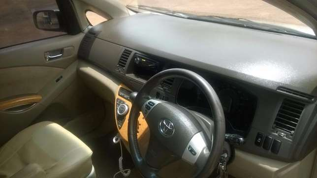 Toyota Isis 1800 cc very clean Seven seater car. Dagoretti - image 3