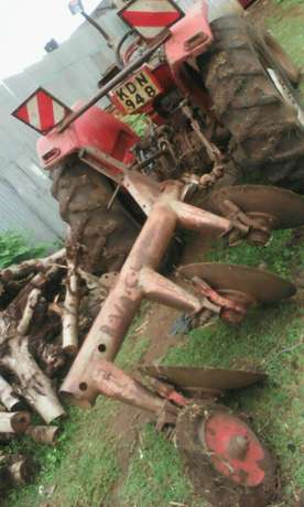 3 disc plough and mf 165 Thika - image 1