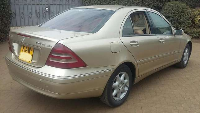 Mercedes Benz C200,KAW,Auto,Petrol,2001,Ksh 790,000 Negotiable Hurlingham - image 4