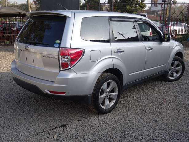 Subaru forester silver colour 2010 model excellent condition Kilimani - image 2