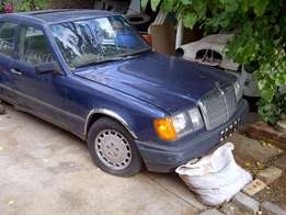 1989 Mercedez Benz 300E Full House Acciednt Damaged