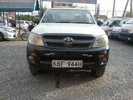 Super clean Toyota Hilux double cabin,slightly used 2009 model local
