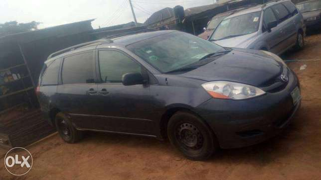 Reg toyota Sienna 2007 model auto trans ac cd for 1.3m Isolo - image 3