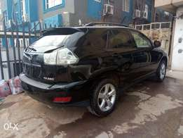 A Lagos cleared 2004 Lexus rx330, leather, ac chilling, cd player.