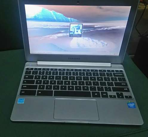 Samsung chrom laptop silver color good as new at 22,000ksh Nairobi CBD - image 2