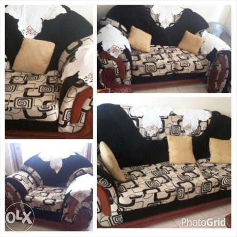 7 seater sofa set in very good condition.with mix velvet material. Ruaka - image 2
