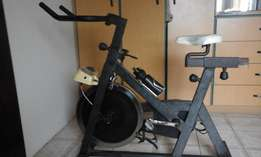 exercise bicycle with speed and resistence settings