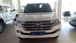 Brand new land cruiser 4.5 V8 4.5 VX200 4X4 available only 1 call me