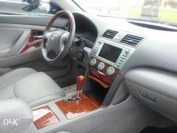 Clean Toyota Camry Lagos Mainland - image 3
