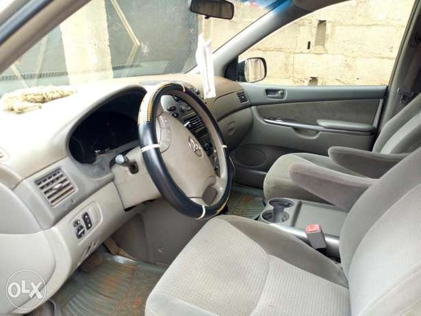 A very clean 2006 Toyota Sienna XLE Osogbo - image 4