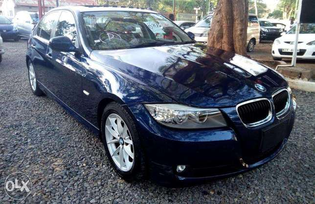 S I-Drive Sunroof Fully Loaded BMW 320i sports Nice color Nairobi CBD - image 4