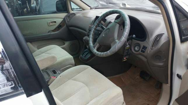 Harrier Toyota extra clean on quick sell just buy and drive Nairobi CBD - image 3
