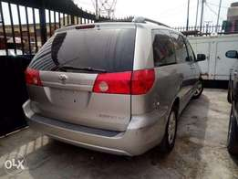 Toyota Sienna 2010 LE