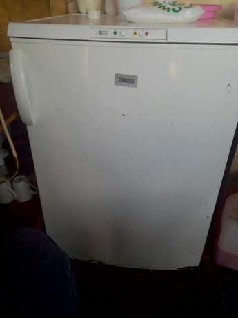 Zanussi upright freezer Kahuro - image 2