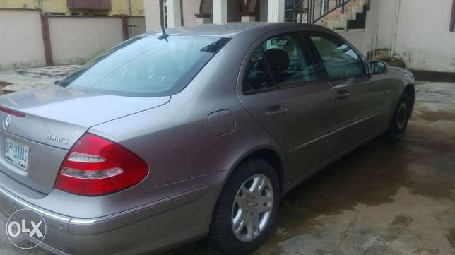 Super clean Nigerian used Mercedes Benz E320 4matic for sale Alimosho - image 6