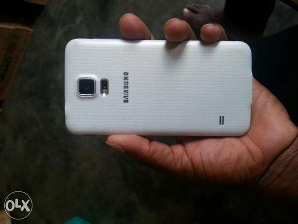 Samsung s5 white in good condition Wakiso - image 3