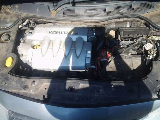 Renault scenic spares 2.0 automatic 2000 model for stripping Brakpan - image 5