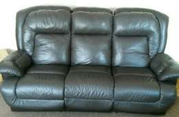Leather lounge suite in excellent condition