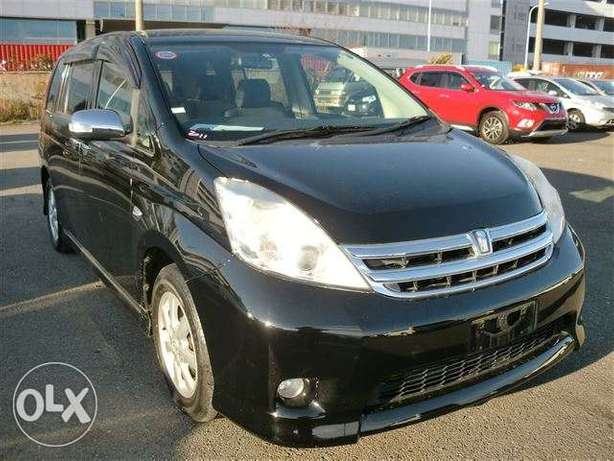 Toyota Isis 1800cc 2011 fully loaded Parklands - image 1