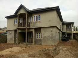 A whole building of 5 units of 2 bedroom flat