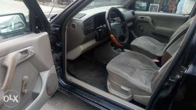 Very sound and smart automatic Golf3 wagon with factory ac Warri - image 6