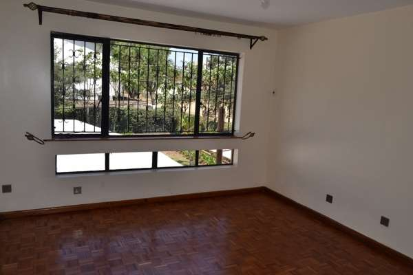 3 brm in community of 3 town houses Brookside Westlands - image 4