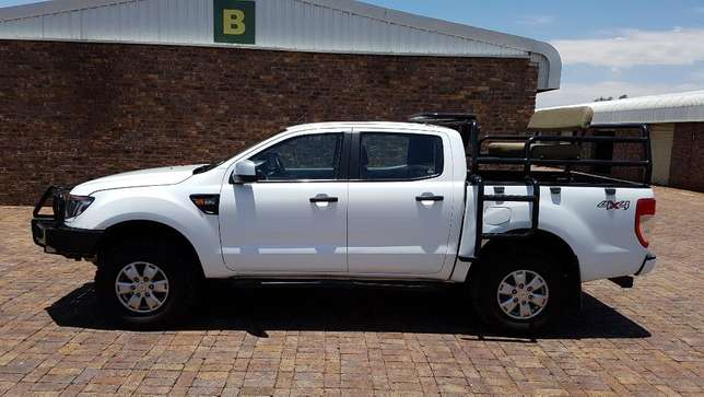 Ford Ranger D/Cab 2,2 XLS 4X4 With Cattle rails and Hunting Seats Kempton Park - image 2