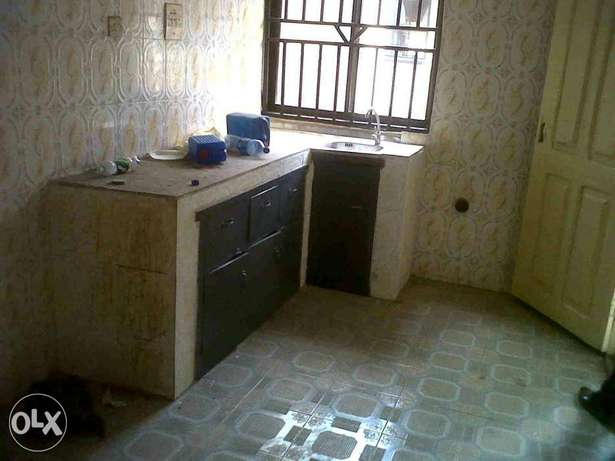 Executive 3bed Rooms Flat at Okota Isolo. 450k and 500k Lagos Mainland - image 4