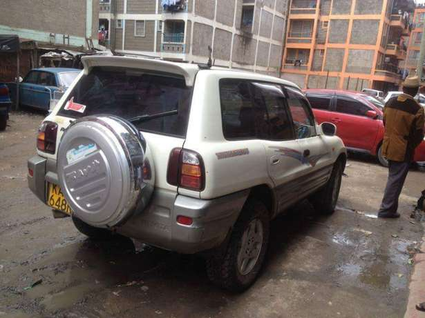 Old school Clean Toyota Rav 4 lady owner just buy and drive Nairobi CBD - image 3