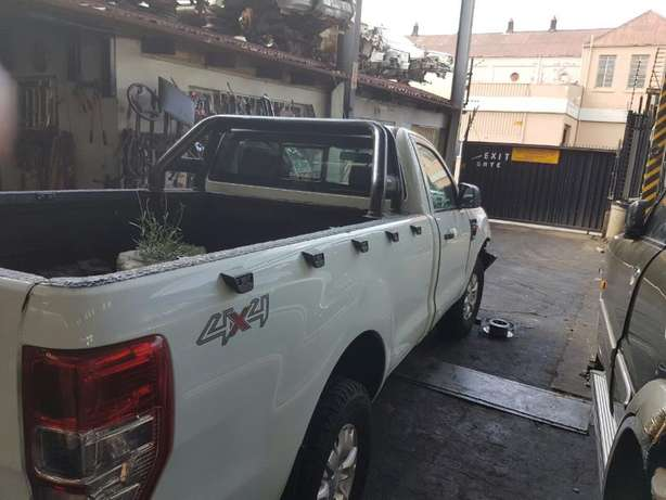 Ford Ranger 3.2 4x4 T6 2015 S/cab breaking for PARTS!!! Johannesburg - image 4