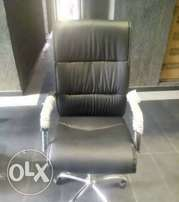 Affordable swivel office chair