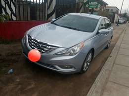 Extremely Clean Hyundai Sonata 2013model