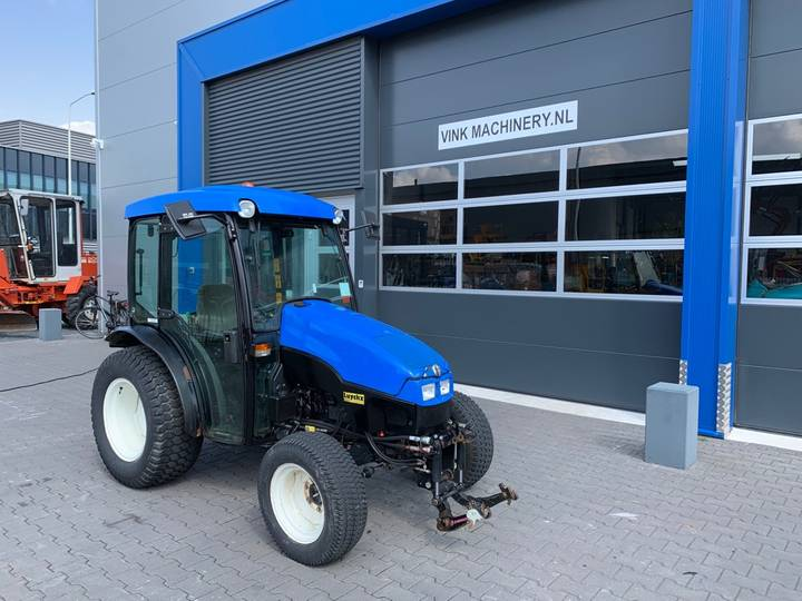 New Holland TCE 40 Tractor - 2006 - image 2