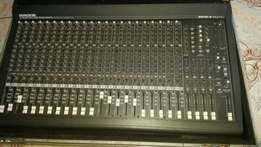 Mackie 24 channels mixer with 200w power supply